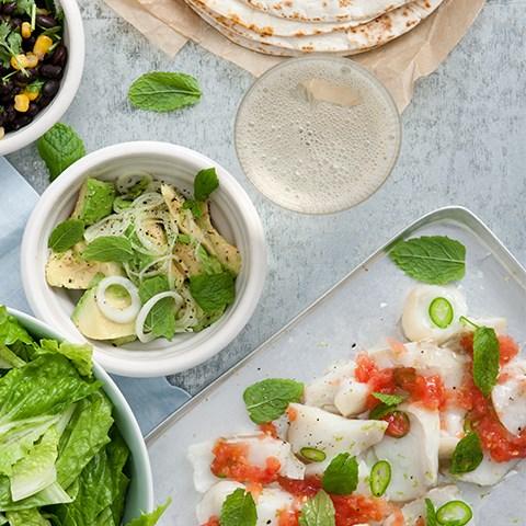 Fish Tacos På Torsk Med Avokado, Rostad Majs & Riven Tomat