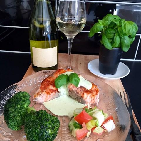 Grillad Lax Med Basilikasås Och Broccoli
