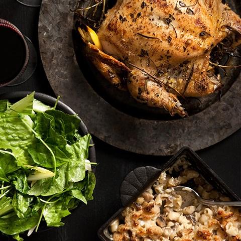 Örtgrillad Kyckling Med Macaroni & Cheese, Svamp & Örtsallad