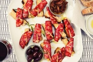 Patata Fritatatapas Med Soltorkade Tomater, Chorizo, Charkuterier