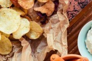 Tryffelchips med snabb dipp och grönsaksstavar